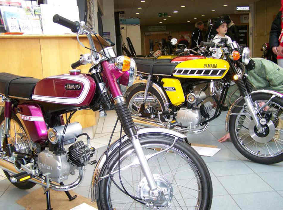 A brace of immaculate Yamaha FS1-Es, viewed from the side. The bike the average spoilt 16 year old could afford.