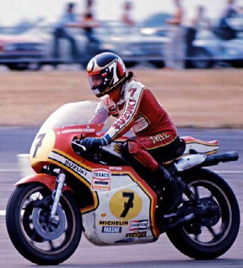 Barry seen side on, racing his No 7 Suzuki.