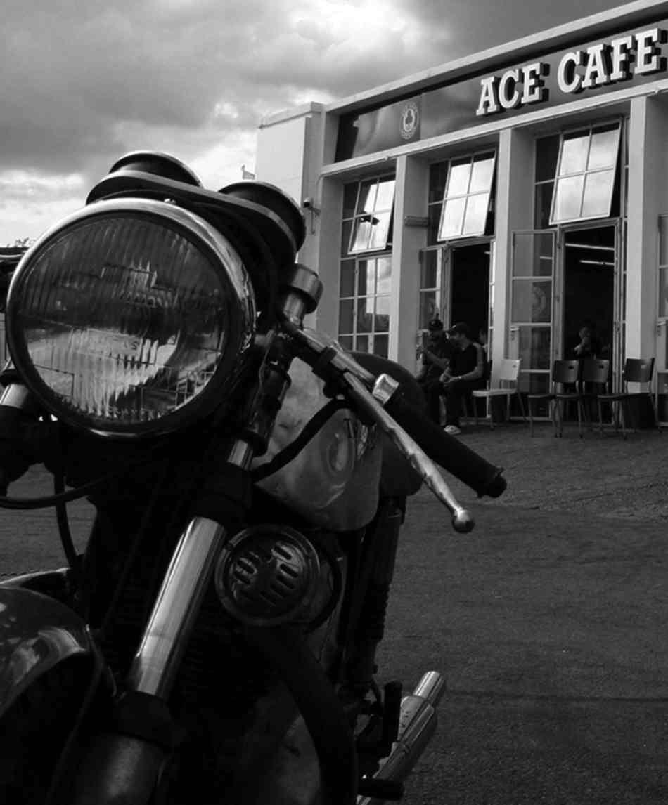 Ace.b&w10 copy