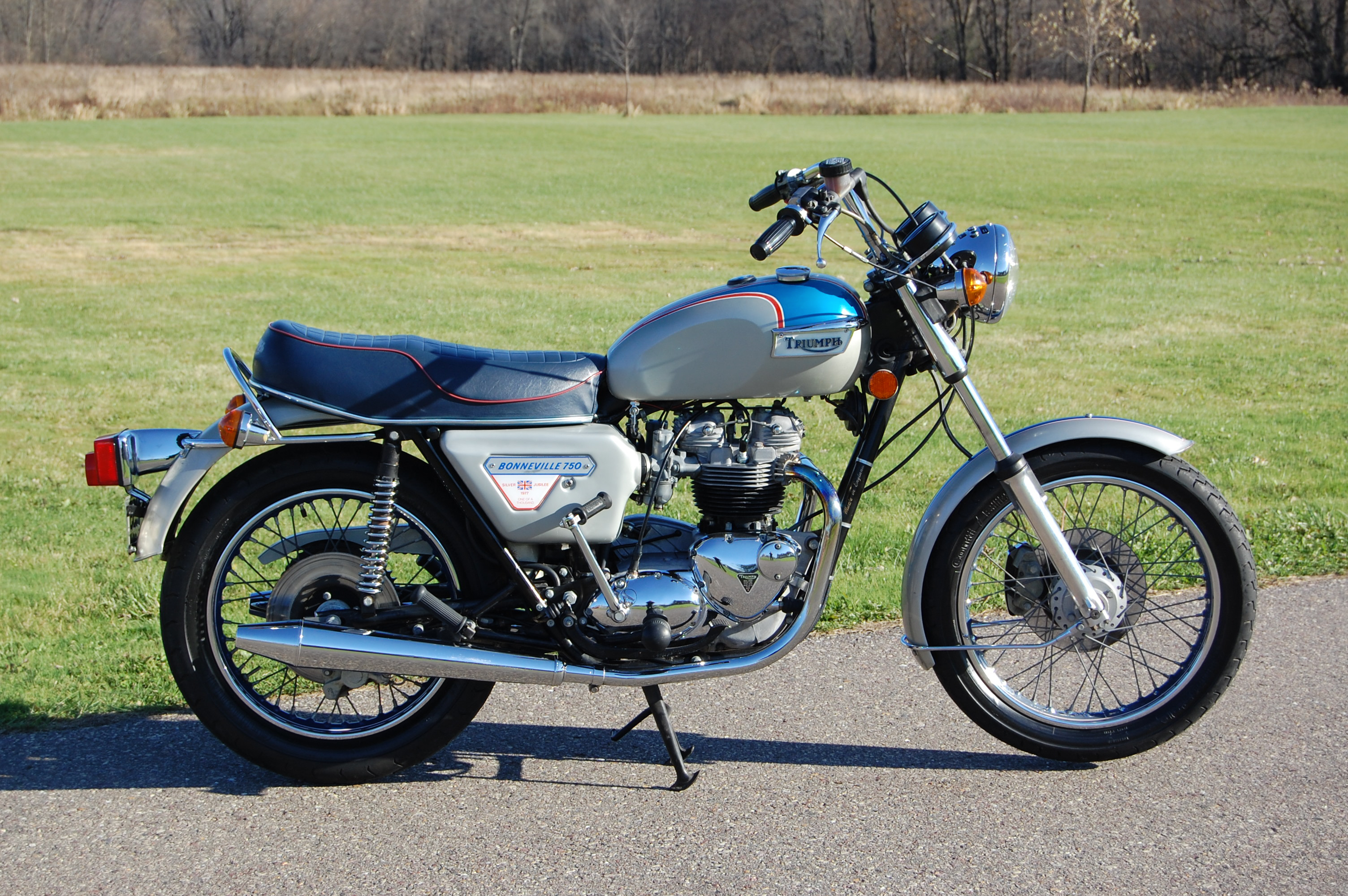 1977 Triumph Bonneville Jubilee right side