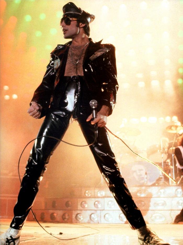 Freddie-Mercury-freddie-mercury-31110774-700-939