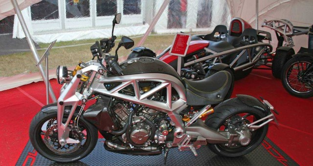 New Ariel Ace Cruiser with DCT version of Honda's VFR 1200  © Blez